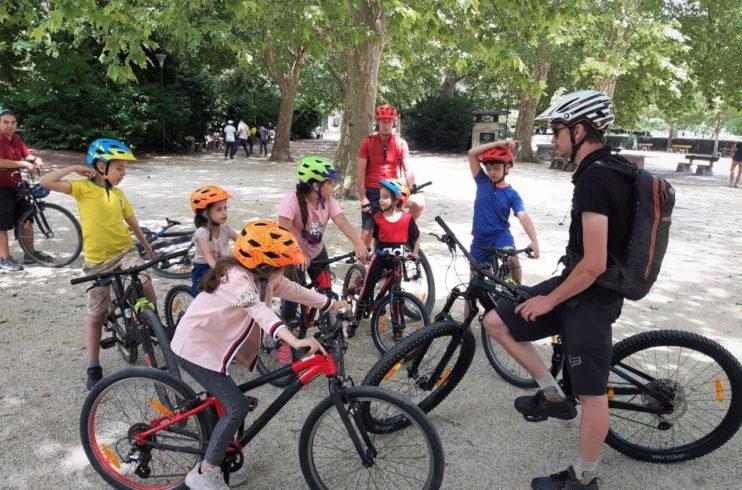 Les enfants découvrent le concept des mobilités douces